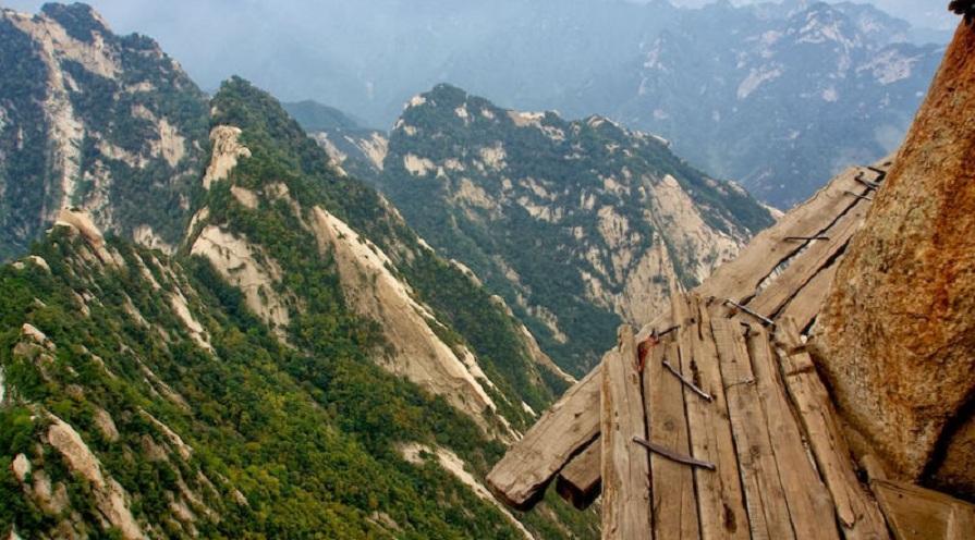 با خطرناک ترین و صعب العبورترین مسیرهای کوهنوردی دنیا آشنا شوید