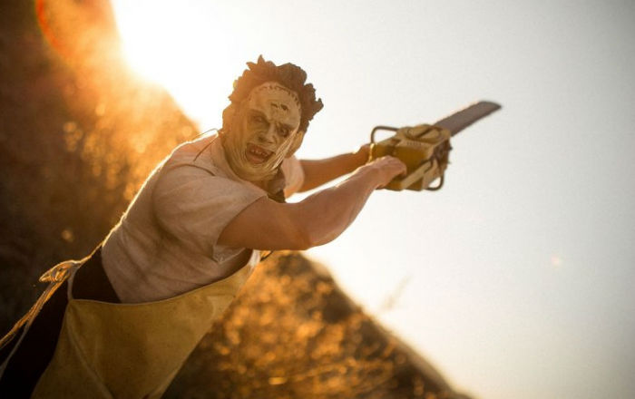 texas-chainsaw-massacre-leatherface-premium-format-300443-02-816x544-w700