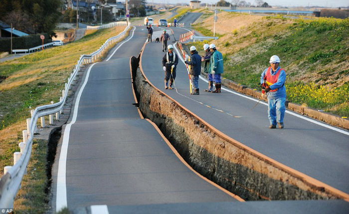 جاده ای در مکزیک که پس از وقوع زلزله نفس می کشد [تماشا کنید]