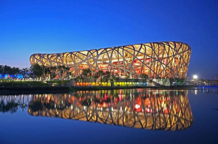 beijing national stadium beijing china.ngsversion.1504726315545.adapt .710.1 w700 - ۸ بنای شگفت انگیز و فوق العاده امروزی که از طبیعت الهام گرفته شده اند