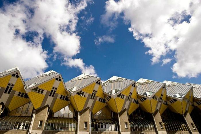 cube houses rotterdam the netherlands.ngsversion.1504722636317.adapt .710.1 w700 - ۸ بنای شگفت انگیز و فوق العاده امروزی که از طبیعت الهام گرفته شده اند