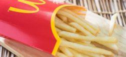 کارمندان مکدونالد ادعا می کنند که این فستفود در ارائه سیبزمینیسرخکرده کمفروشی می کند