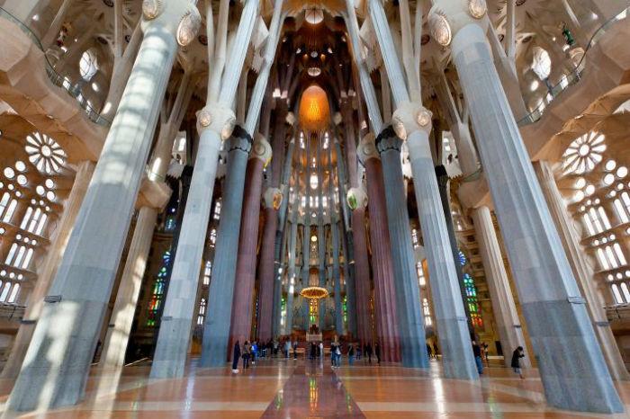 sagrada familia barcelona spain.ngsversion.1504722629478.adapt .710.1 w700 - ۸ بنای شگفت انگیز و فوق العاده امروزی که از طبیعت الهام گرفته شده اند