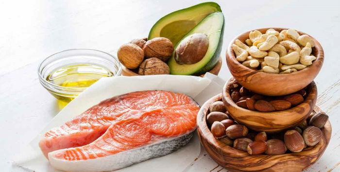 foods healthy fats fb w700 - ۴ توصیه ساده ویکتوریا بکهام در مورد سلامت بدن و پوست