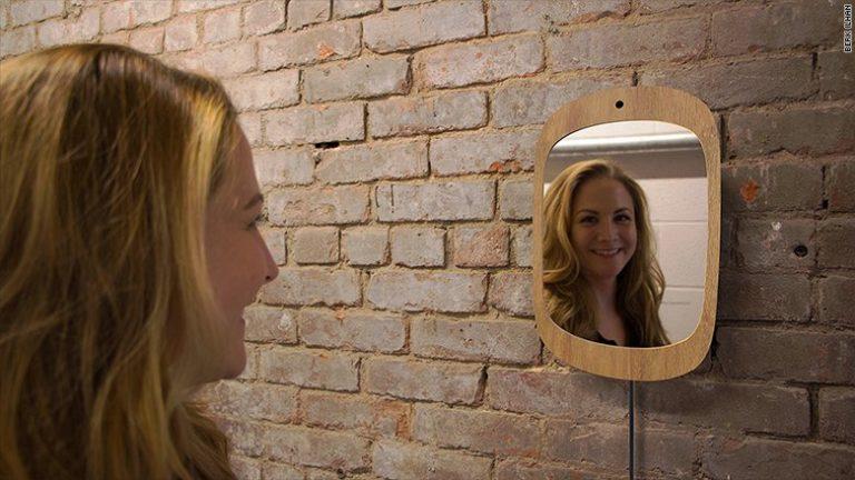 با آینه ای آشنا شوید که فقط با لبخند شما کار می کند