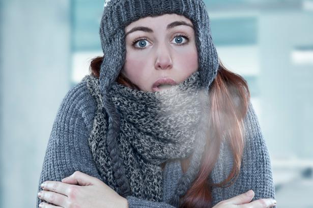 Cold Woman w700 - آیا قرار گرفتن در معرض سرما برای کاهش وزن بدن مفید است؟