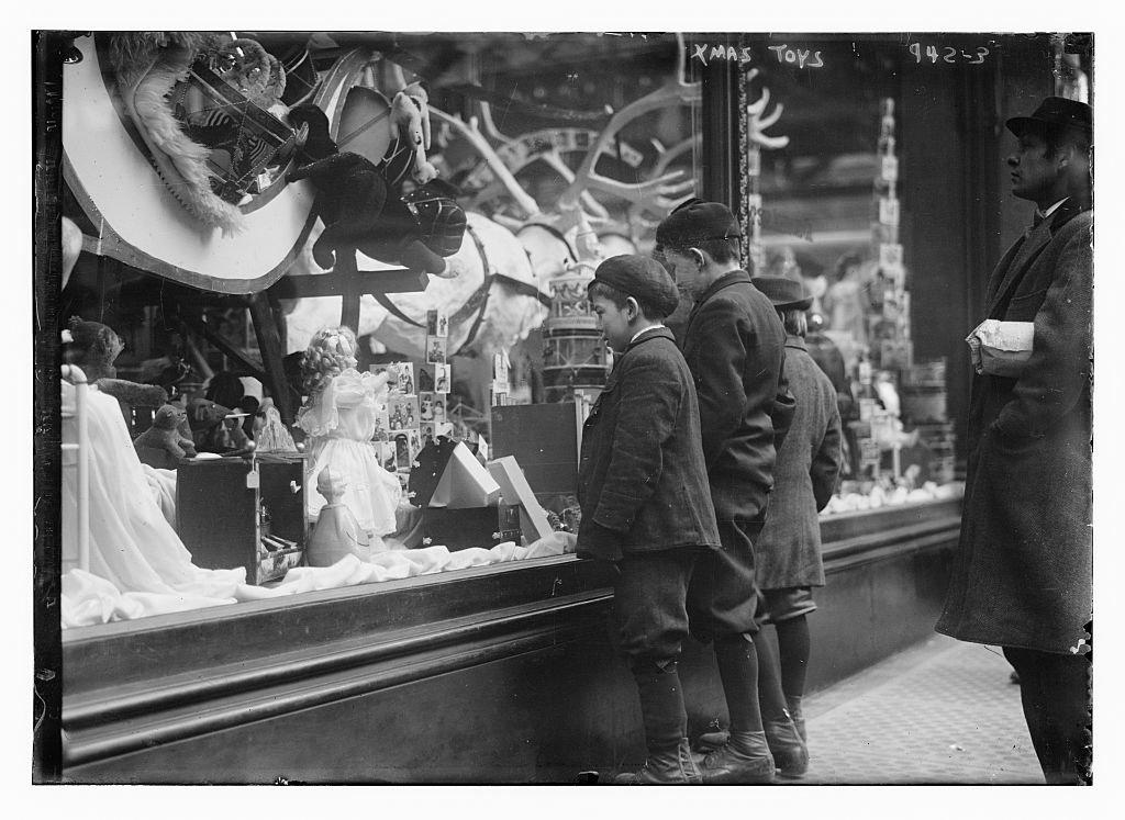 نگاهی به عکسهای تاریخی بینظیر از خرید مردم در یکصد سال پیش در شهر نیویورک
