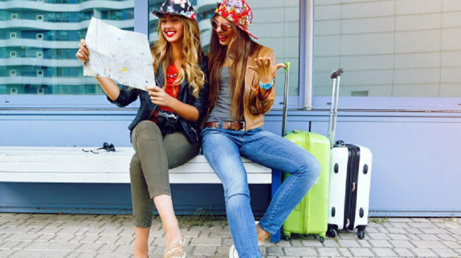 چرا بايد با صمیمی ترین دوستم به مسافرت بروم؟