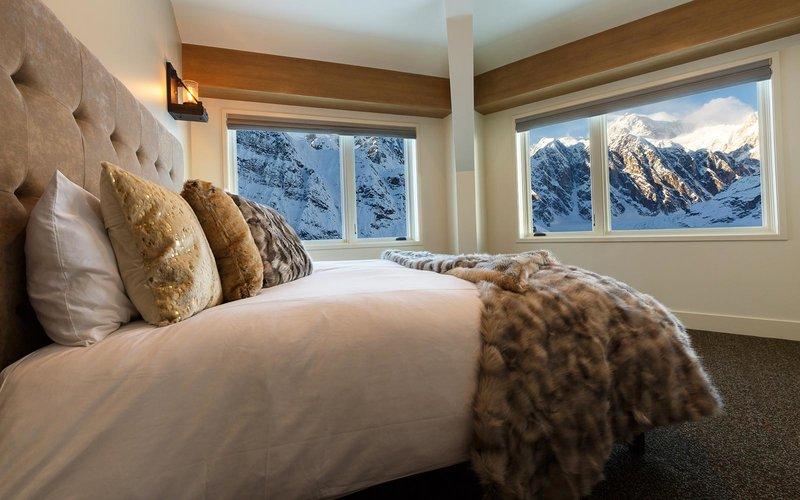 هتلی در میان یخچال های آلاسکا
