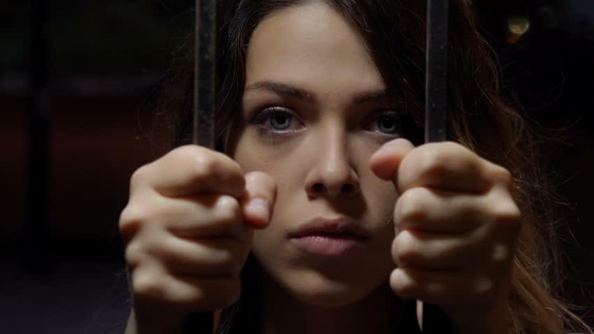۱۰ داستان باورنکردنی و حیرت آور از زنانی که موفق به فرار از زندان شدند
