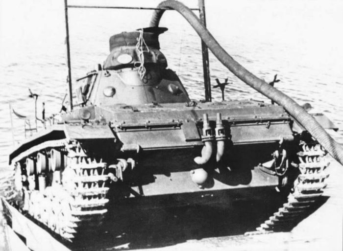Panzer III als Tauchpanzer 3 w700 1 روزیاتو: ۱۰ سلاح عجیب و غریبی که در دوران جنگ جهانی دوم ساخته شدند اخبار IT