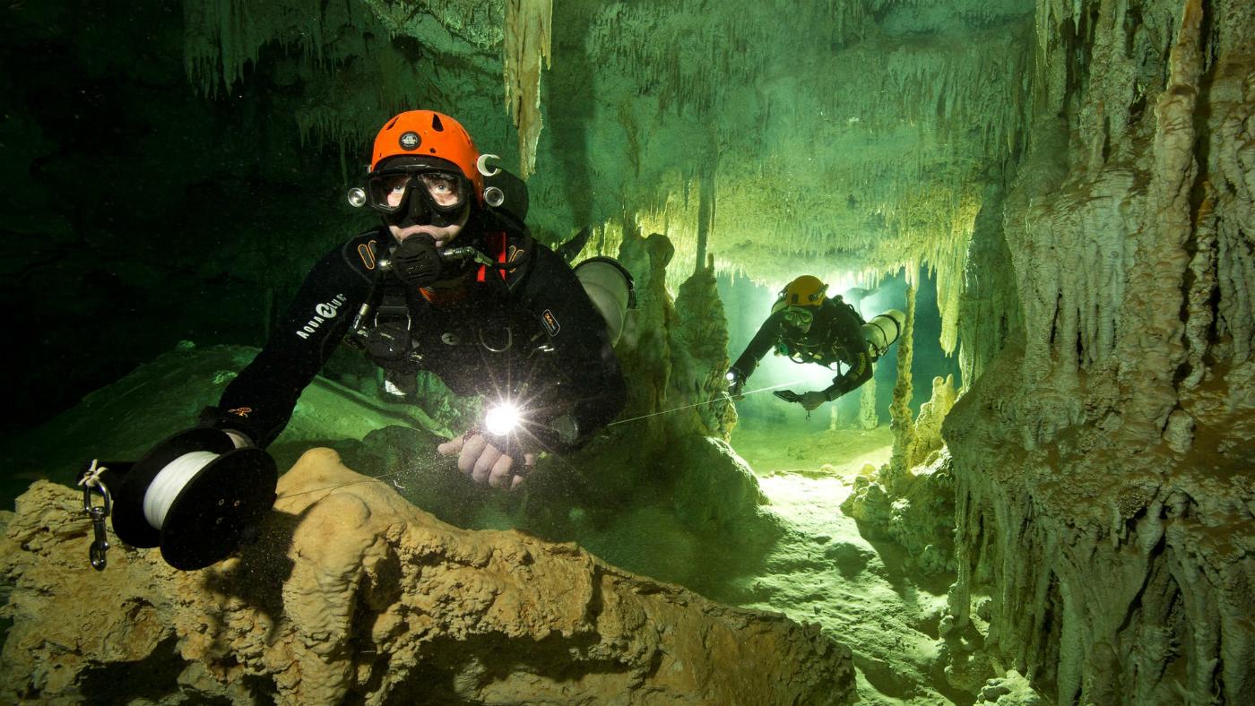 بزرگترین غار زیر دریایی جهان