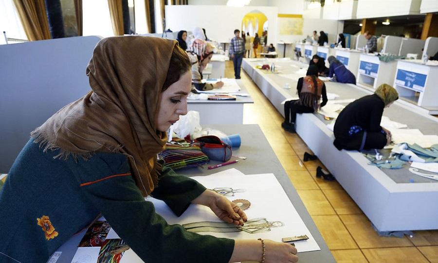 اسفند داغ تالار وحدت با «مسابقه زنده طراحی لباس»