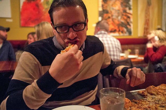 select 2 copy copy w700 روزیاتو: داستان شگفت انگیز مردی که ۲۵ سال است تنها با خوردن پیتزا خود را سیر می کند اخبار IT