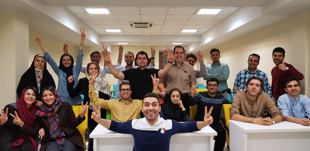 احمد کلاته در دوره آنلاین نخبگان وبمستر، بصورت رایگان کسب و کار اینترنتی را آموزش میدهد [رپورتاژ آگهی]