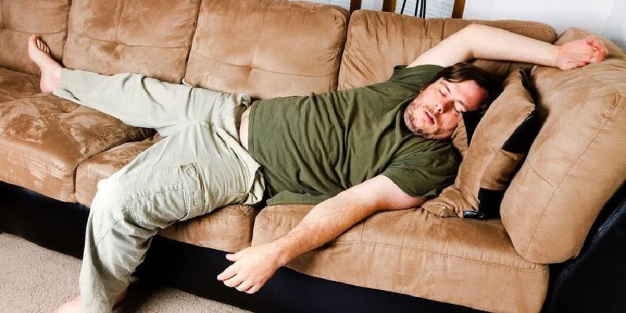 آیا می دانید که هرگز نباید روی کاناپه بخوابید؟