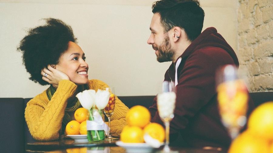در روابط عاطفی خود هرگز این کارها را انجام ندهید و این حرفها را به زبان نیاورید