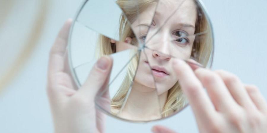 نشانههای خاموش اختلال خود زشت انگاری را بشناسید - روزیاتو