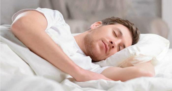man sleeping 768x407 w700 روزیاتو: چگونه داشتن شیفت کاری شبانه در طولانی مدت تعادل بدن شما را به هم می ریزد؟ اخبار IT
