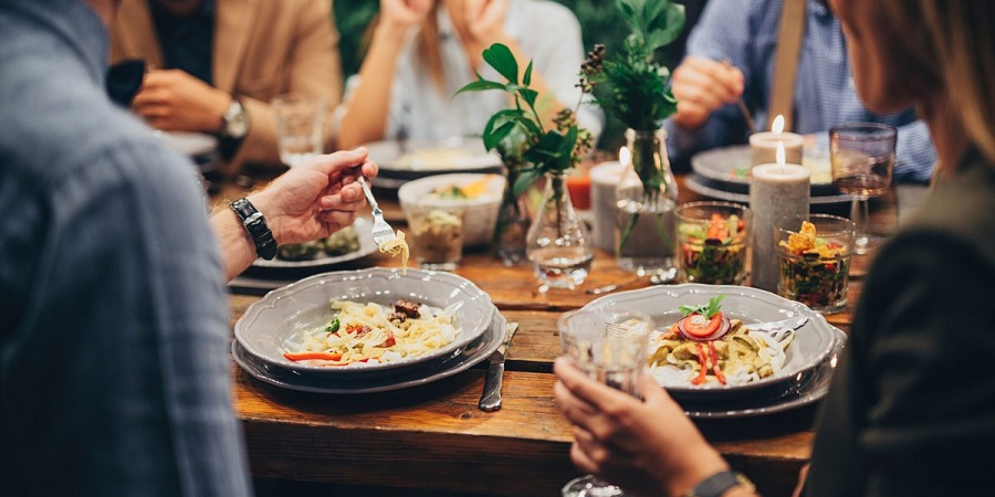۵ بلایی که با خوردن مداوم غذای بیرون بر سر بدن تان می آورید