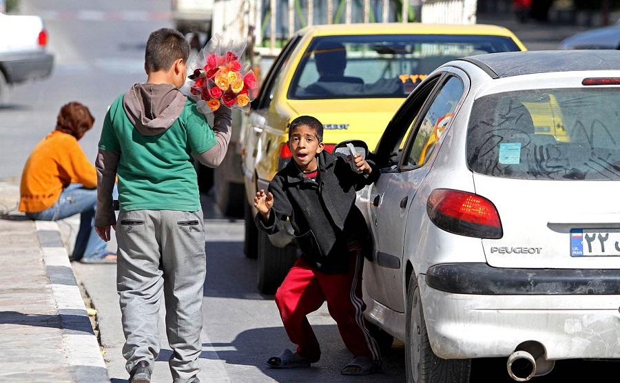 6905272 734 - روزیاتو: روز جهانی مبارزه با کار کودکان؛ دنیای تاریک دستان نحیفی که نانآور خانواده هستند