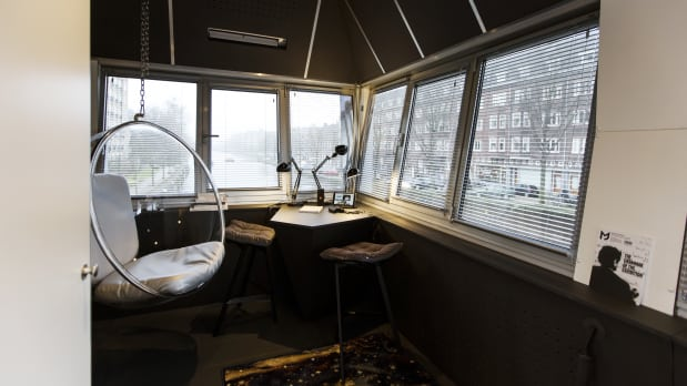 اقامت در هتلهای نقلی و بسیار شیک در کانالهای شهر آمستردام