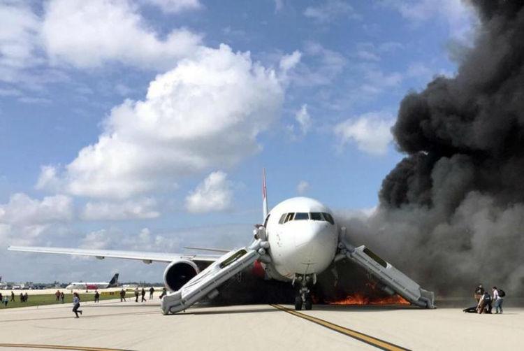 آتش گرفتن موتور هواپیما