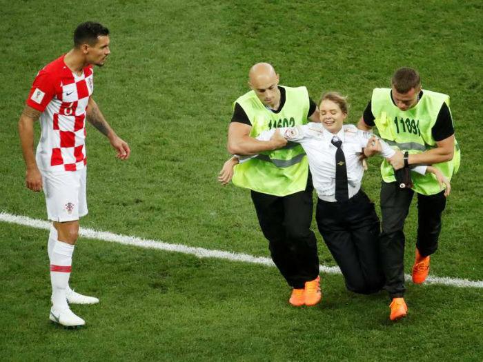 چرا گروه موسیقی پانک روسی مسابقه فینال جام جهانی روسیه را به هم زد؟