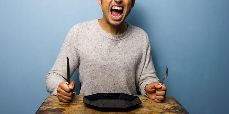 ۹ احساسی که آن ها را با گرسنگی اشتباه می گیریم