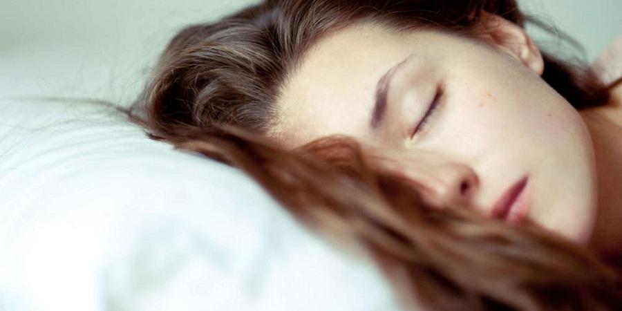 وقتی می خوابیم چه اتفاقی برای پوست مان می افتد؟
