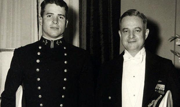 سناتور جان مک کین