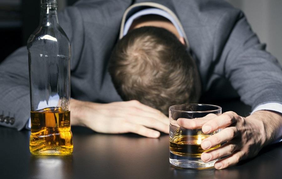 نوشیدن الکل چه بلایی سر بدن شما میآورد؟