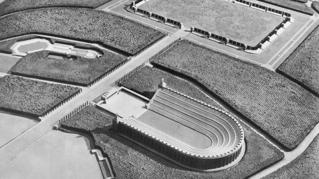 داچ استادیون؛ ورزشگاه ۴۰۰.۰۰۰ نفری آدولف هیتلر که جنگ جهانی دوم آن را ناتمام گذاشت