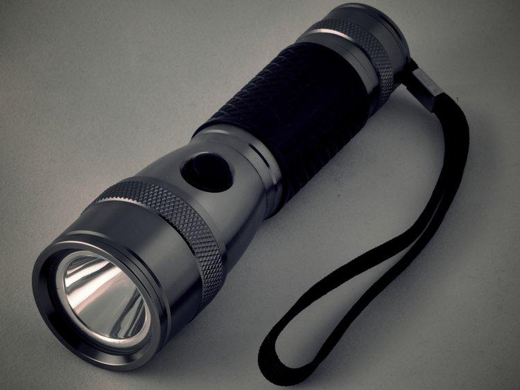برای نجات جان خود این 9 وسیله را همیشه در کیف خود داشته باشید