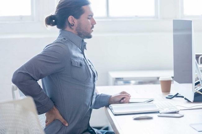 05 day of sitting back pain 760x506 - روزیاتو: راهکارهایی برای کاهش عوارض خطرناک شغل های پشت میزی و نشستن طولانی مدت