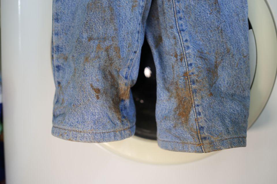 آب سرد یا گرم؛ چگونه لکههای لباس را از بین ببریم؟