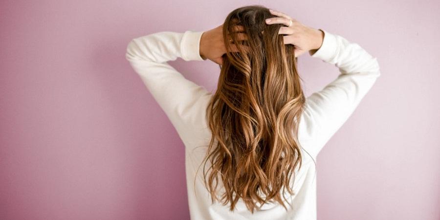 ۱۰ نشانه ای که ثابت می کند برخلاف تصورتان موهای سالمی دارید