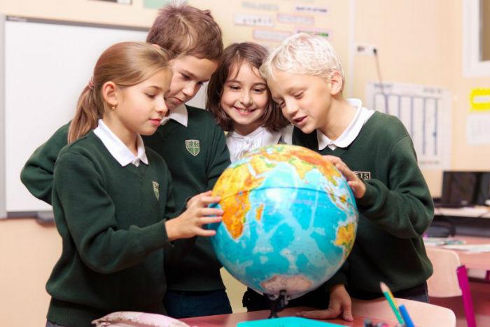 برنامه های آموزشی در مدارس جهان