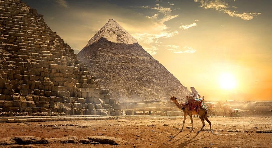 ضبط فیلم غیراخلاقی در بالای اهرام مصر