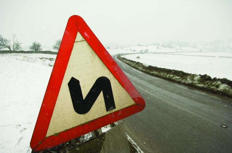 هر آنچه باید برای رانندگی در برف بدانید