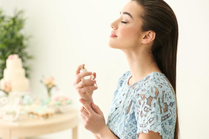 با 10 عطر رمانتیک و زنانه در طول تاریخ آشنا شوید