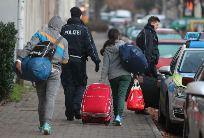 چرا «آلمان» در حال جمع کردن فرش قرمزی است که برای «پناهجویان» پهن کرده بود؟
