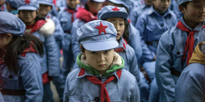 کنترل شهروندان به مدرسهها رسید؛ «یونیفرمهای هوشمند» به تن دانشآموزان چینی