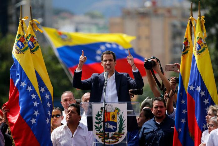 خوان گوایدو ؛ جوانی ۳۵ ساله که خود را رییس جمهور موقت ونزوئلا خوانده کیست؟
