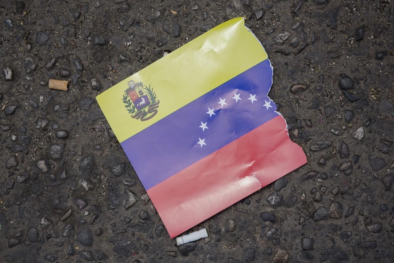 خشونت در ونزوئلا؛ از تهدید ایالات متحده توسط «نیکلاس مادورو» تا گریختن سربازان به کلمبیا