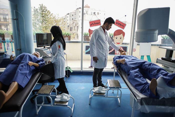 مکان های تفریحی تهران دکتر لند ، سرزمین دکترهای کوچک