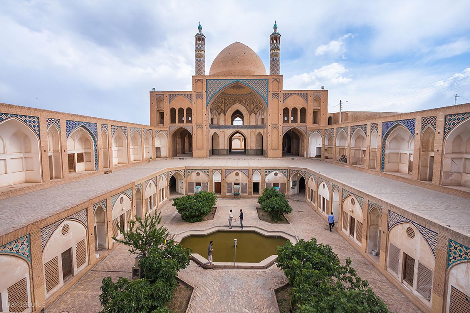 زیباترین مساجد کاشان و شیراز کدامند؟