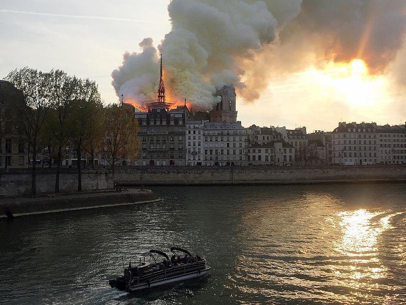 کلیسای نوتردام در آتش سوخت2