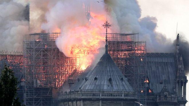 کلیسای نوتردام ؛ زیباترین اثر معماری گوتیک دیشب در آتش سوخت