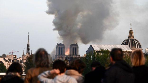 کلیسای نوتردام در آتش سوخت7